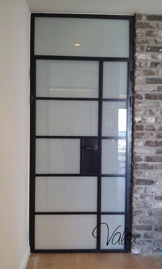 דלת בלגי שחורה