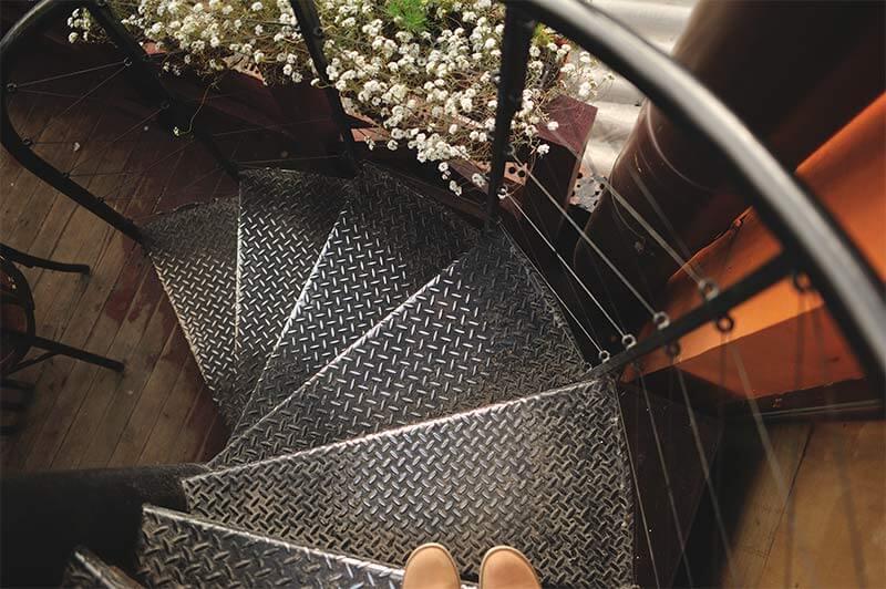 מדרגות פח מרוג