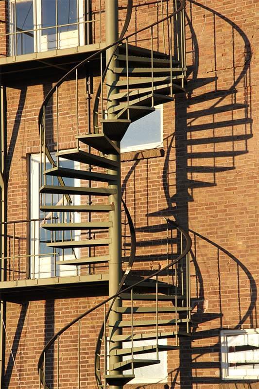מדרגות לולניות