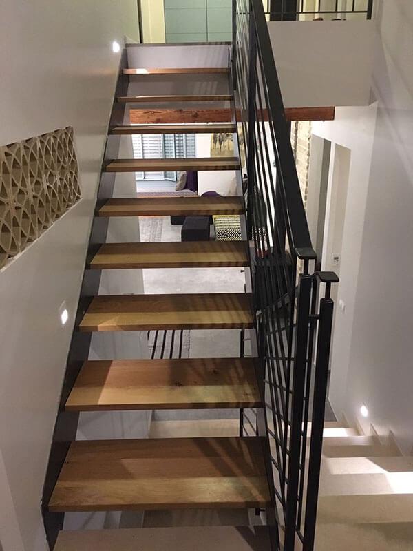 מדרגות ברזל בסטנדרט אחר