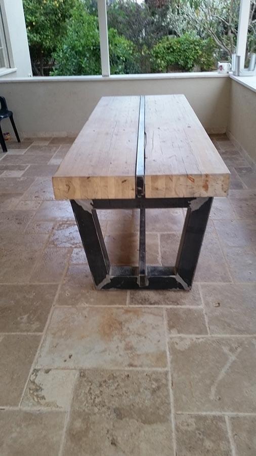 שולחן עץ וברזל צבע טיבי