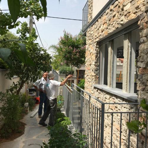 מעקות לחצר אנגלי לבית כפרי תל אביב 2018
