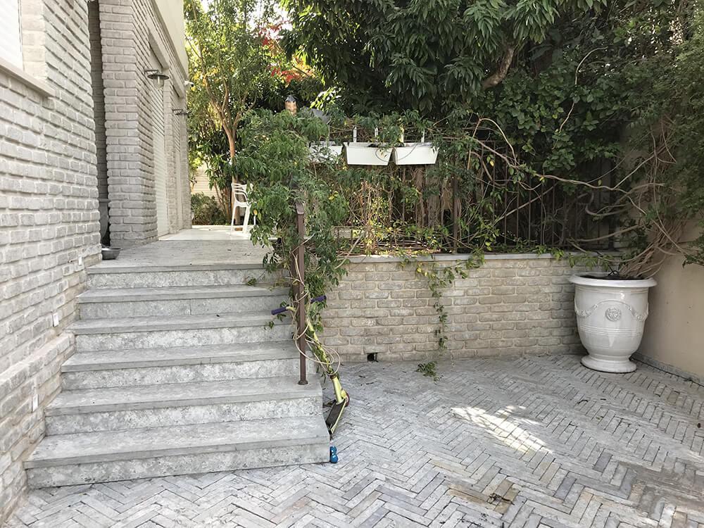 גדר קטנה לגינה פרטית