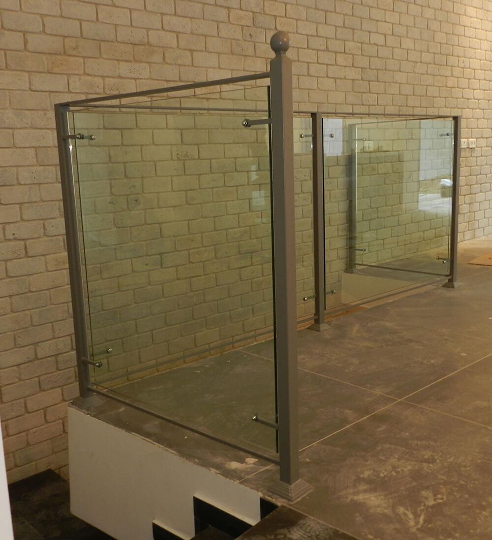 גדר זכוכית מחיר