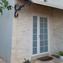 גגון כניסה לבית