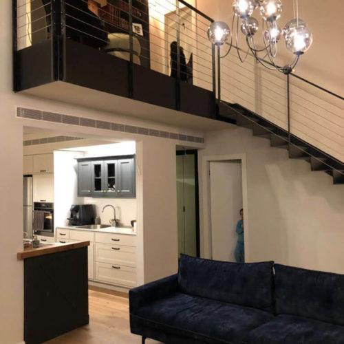 מדרגות וחיפוי קיר מברזל