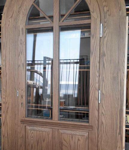 דלת עץ עגולה