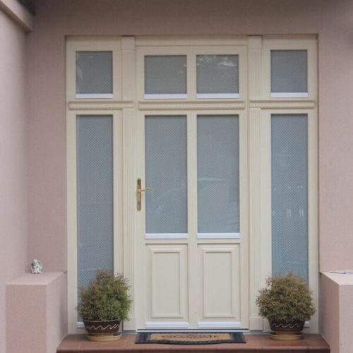 דלתות עץ כניסה