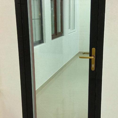 דלת עץ הי טק