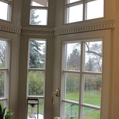 חלונות עץ דיקורטיביים