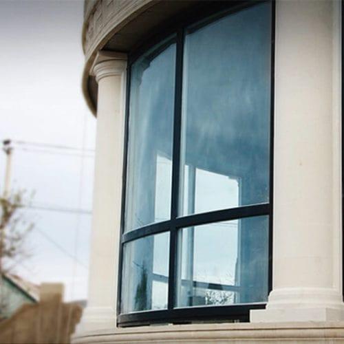 חלונות עץ חצי עגול