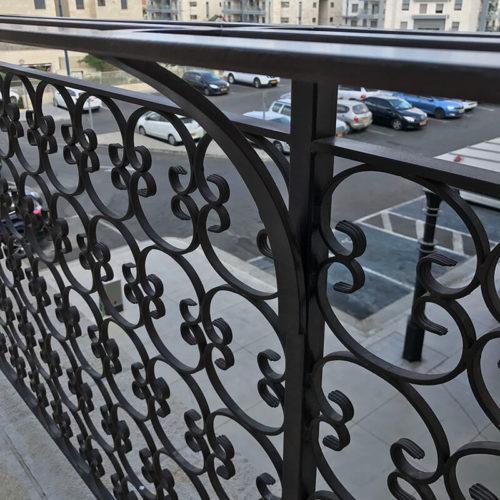 דוגמא של מעקות למרפסת