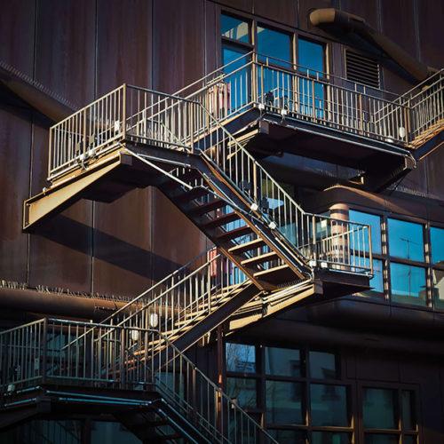 מדרגות לגלריה