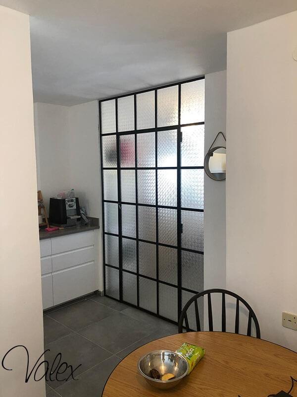 דלת בלגית עם זכוכית סבטא 22