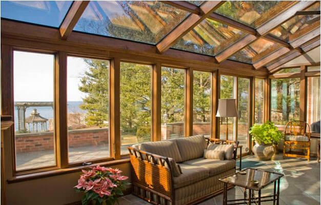 חלונות עץ למרפסת ומרפסת קיץ סגורה