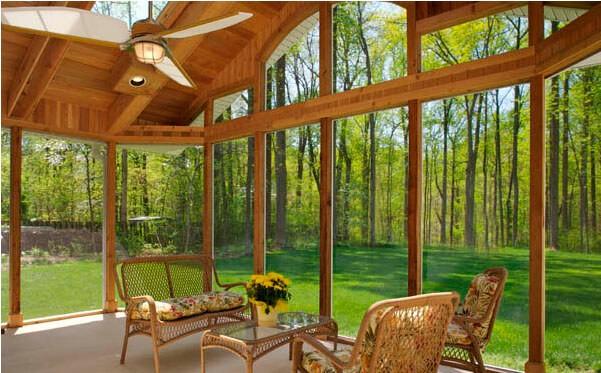 סוגי חלונות עץ למרפסת סגורה
