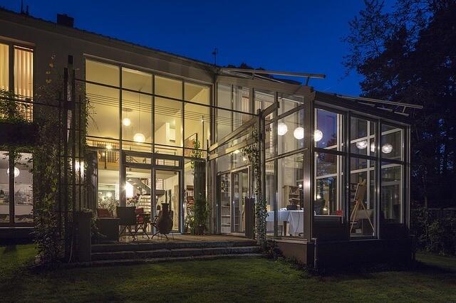 חדרי שמש זכוכית שילוב ברזל